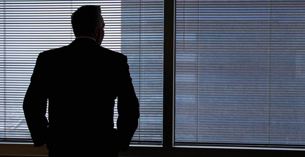 businessman,sillhouette,window,back,dark,office